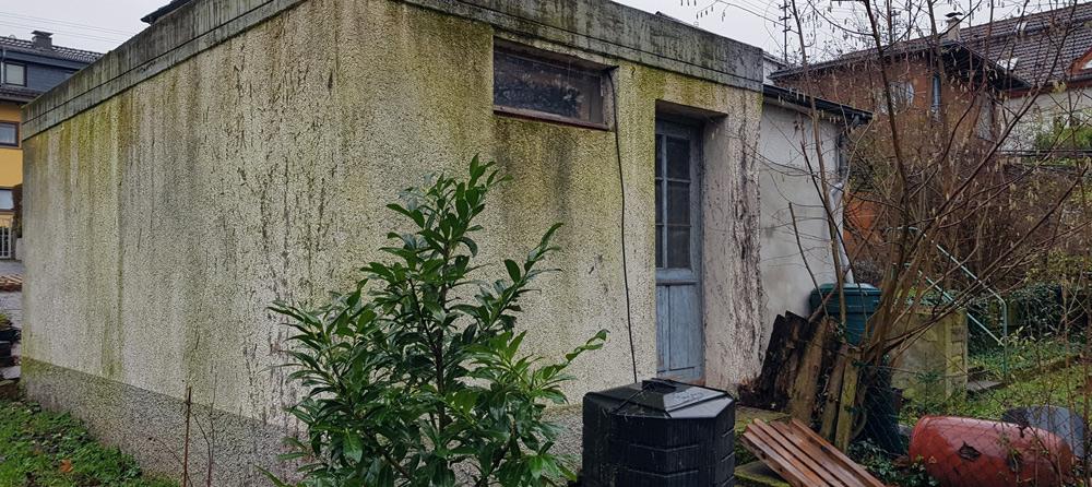 Fassade – Garage vor der Sanierung